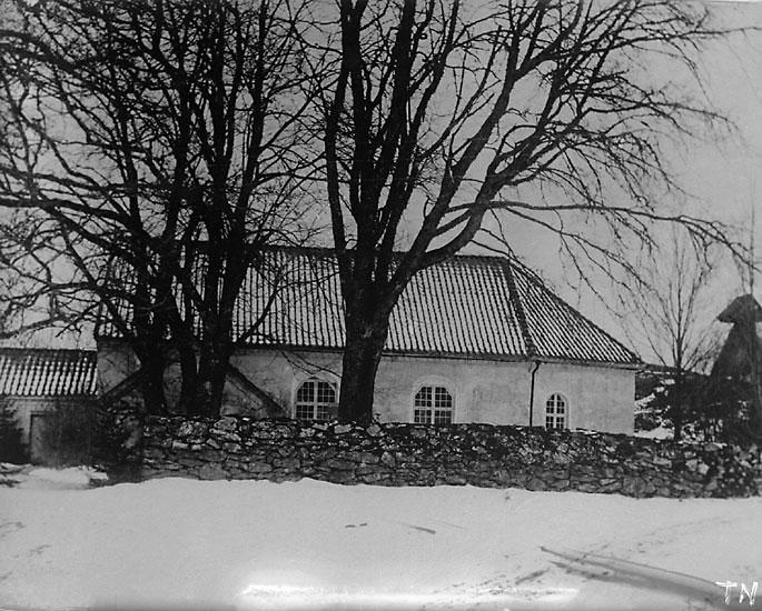 """Enligt senare noteringar: """"Avfotografering av foto: Kyrka och klockstapel. Ljungs gamla kyrka före 1904."""""""