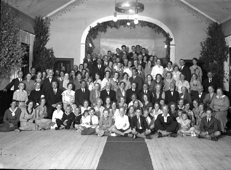 """Uppgift enligt fotografen: """"Uddevalla. Betelkapellet. Gruppfoto."""""""