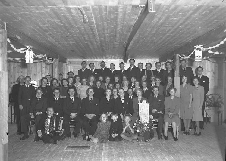 Personalen på Cornérs konservfabrik i Lysekil 1945