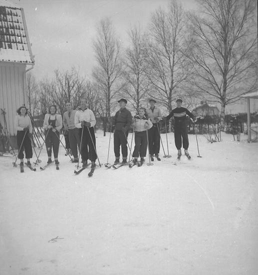 """Text till bilden: """"Östad skidtur. Jan-febr. 1946""""."""