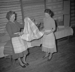 """Text till bilden: """"Vävkurs i Lyse. 1953.02.28"""""""
