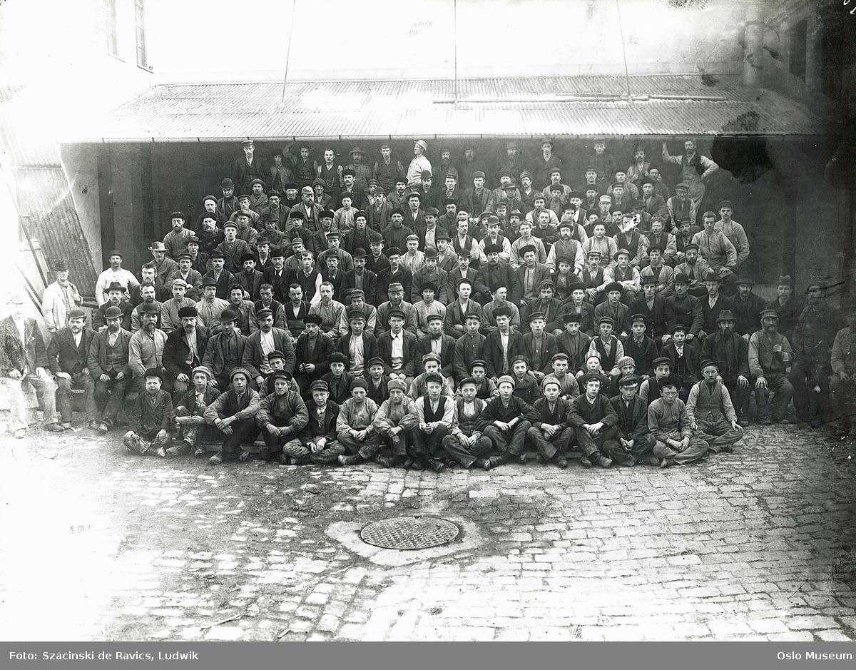 Christiania Guldlistefabrik, gruppe, menn, gutter