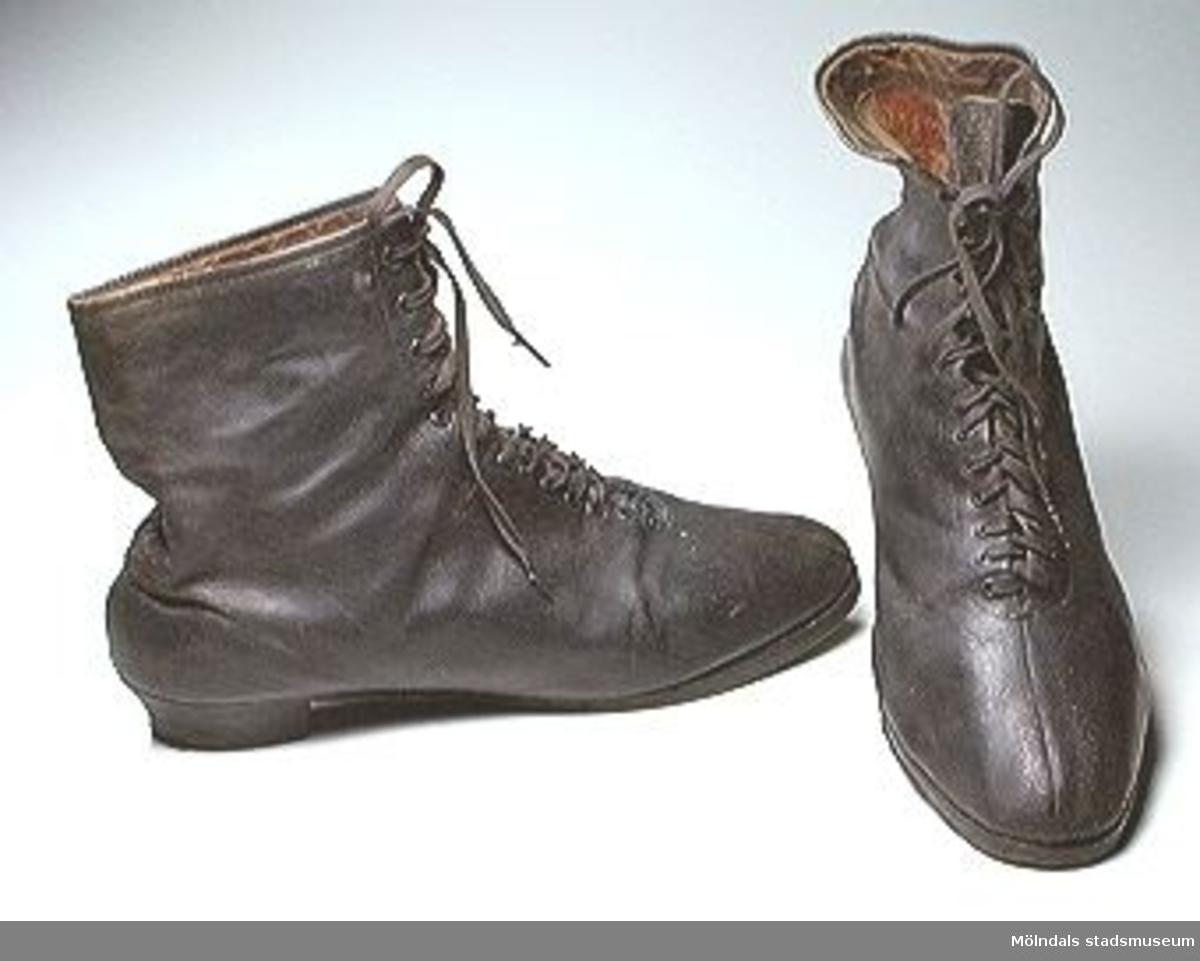 Brun damkänga i snörmodell med lädersula och dito klack. Klackhöjd: 35 mm. Tygfodrad.