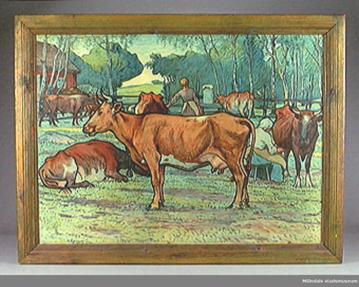 MM22989:1 Landskapsmotiv med häst i förgrunden.MM22989:2 Höbärgning.MM22989:3 Kor i hage.Vanligt förekommande tavlor på skolor i Sverige i början och mitten av 1900-talet. Fanns på skolor i Mölndal fram till 1960-talet.Konstnären Nils Kreuger gjorde även en del skolplanscher. Har stått på Fässbergsskolans förråd på Häradsgatan i många år.