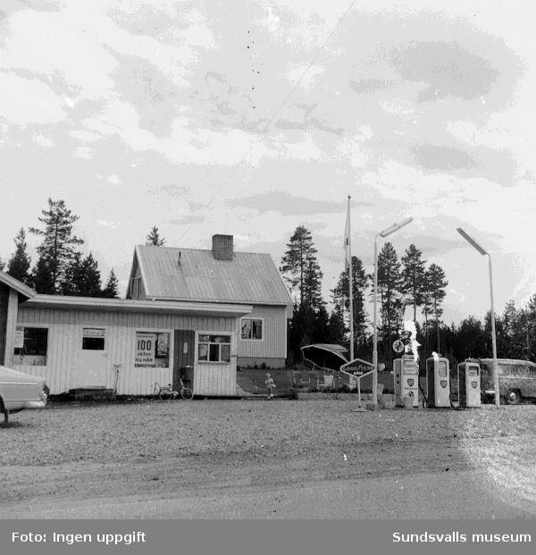 BP:s bensinstation i Kölsillre, Haverö. Köpman: Gustav Engholm.