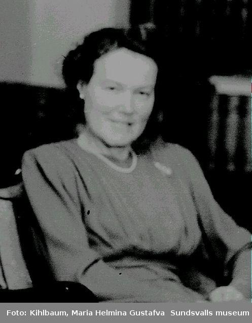 Porträtt, kvinna i rumsmiljö.