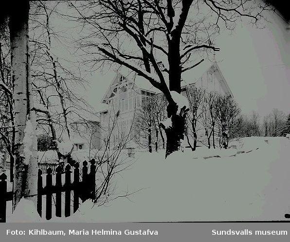 Bostadshus  vintertid.