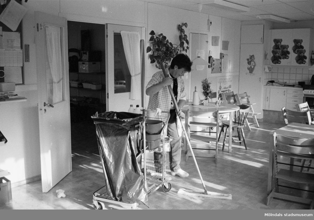 Lilian Emanuelsson, Ek. städ, Katrinebergs daghem 1992-93.
