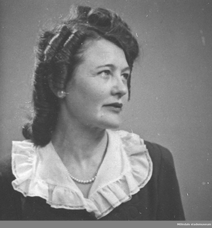 Ett av 23 st porträttbilder av Karin Hasselberg (1903 - 1996), tagna på 1940-talet.