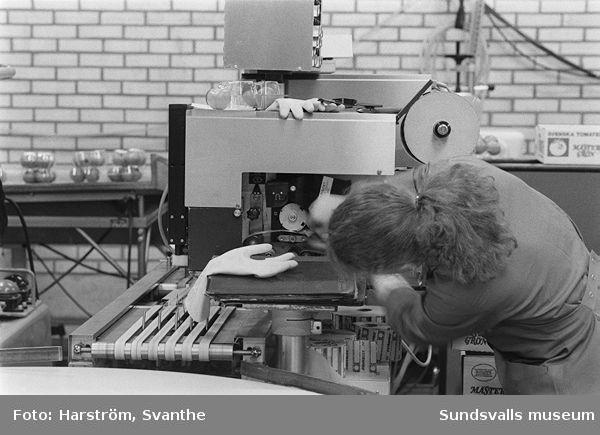 Dokumentation av Kooperativa Förbundets lagercentral, Birsta, inom ramen för SAMDOK:s Handelspool (jfr dokumentationen 1997).