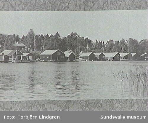 Vyer över fiskeläget, tagna av inventerare Torbjörn Lindgren omkring 1975. De ihopsatta bilderna kommer från Bengt Bygdén, stadsbyggnadskontoret.