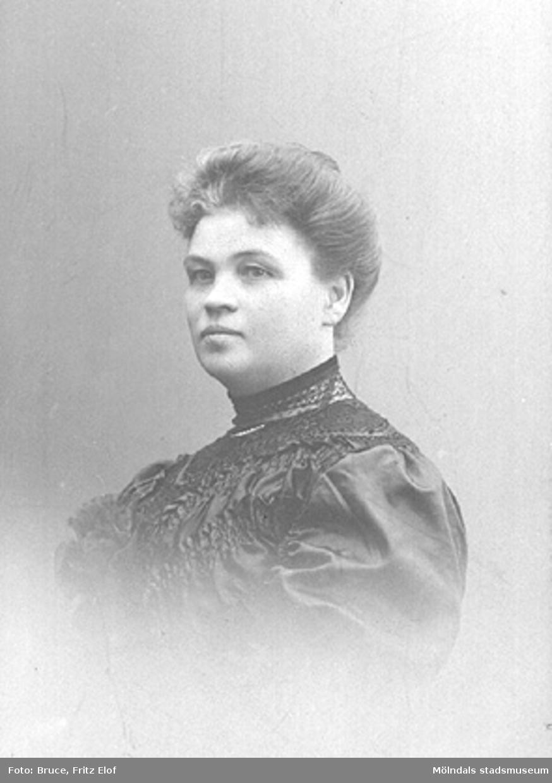 Hustrun till Gustaf Danielsson (disponent på Papyrus 1895-1911).De hade tre döttrar som hette Karin, Maja och Greta.