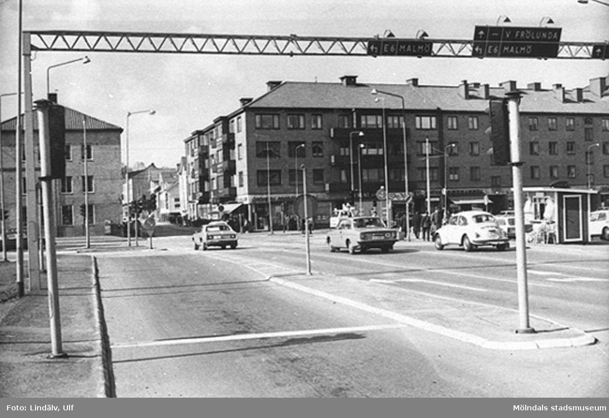 Mölndalsbro 1973, sett från nedre delen av Kvarnbygatan mot Frölundagatans mynning.