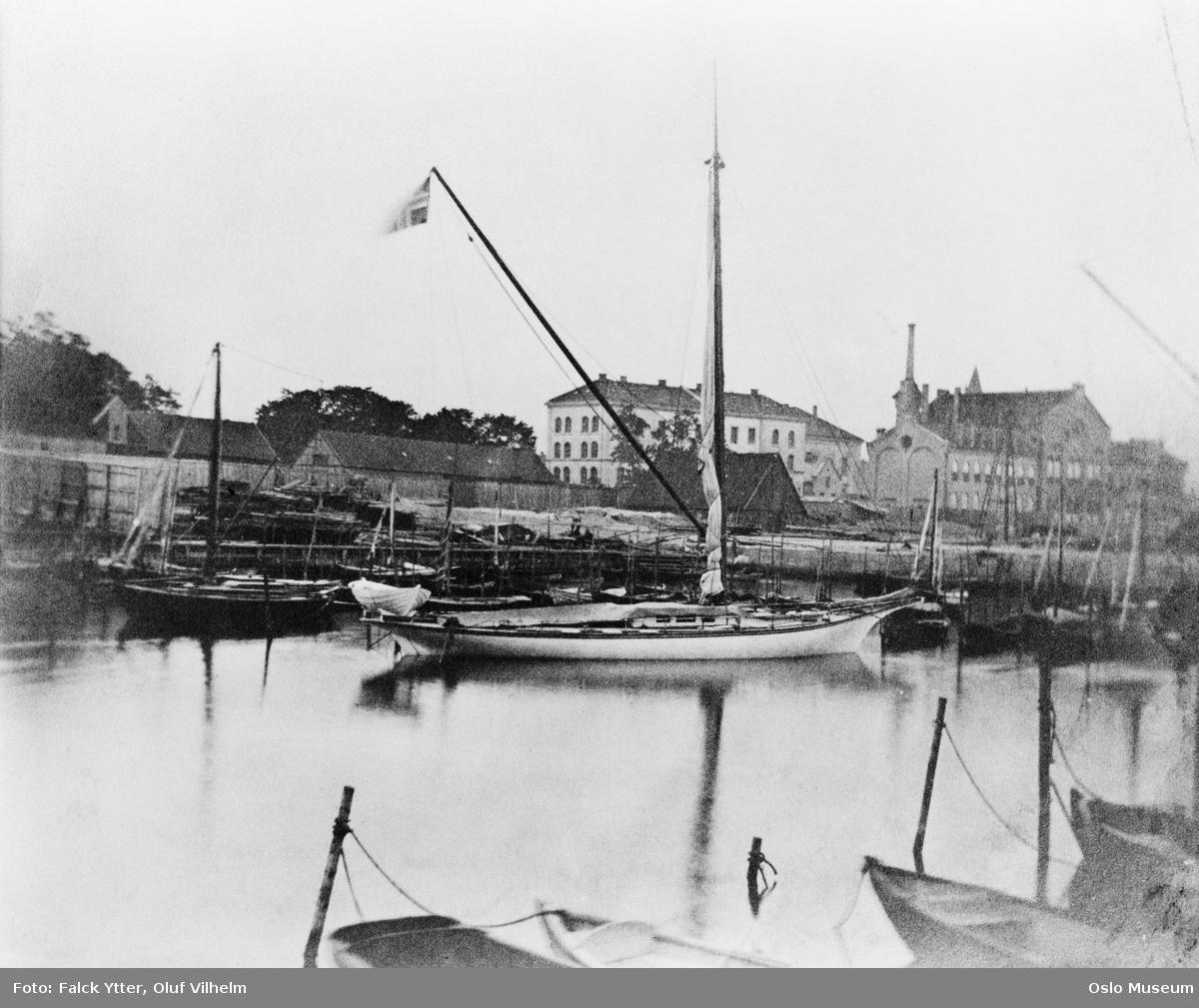 """småbåthavn, robåter, seilbåt, kongens yacht """"Svalen"""", Akershus festning"""