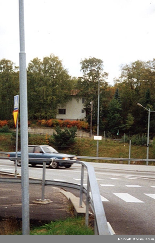 Äpplekullevägen 6, Kållered 1:71, Tållered i Kållered. Oktober 1994?Rivningsansökan tillstyrkts 1994-10-26.