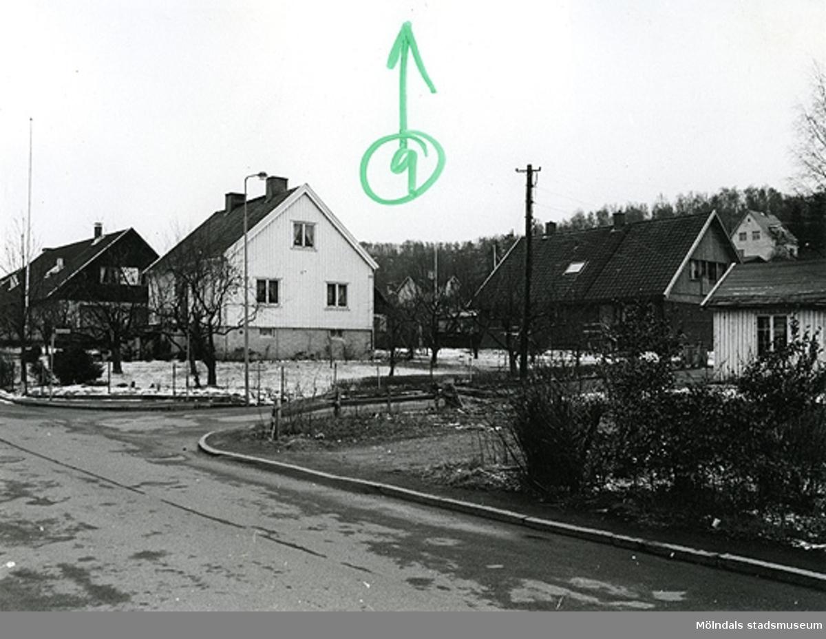 Bostadshus på Fässbergsgatan i Toltorpsdalen, Mölndal.Troligtvis tomten på hörnet Fässbergsgatan, Lyckogatan.