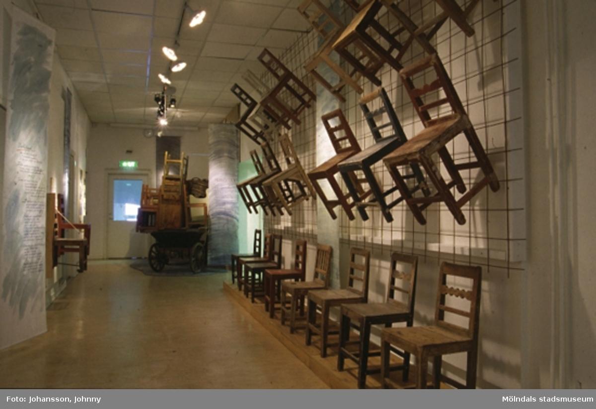 Utställning av Ballbomöbler på Mölndals museum, N. Forsåkersgatan 19, Mölndal. Utställningen pågick mellan 30:e november 1997 - 29:e mars 1998.