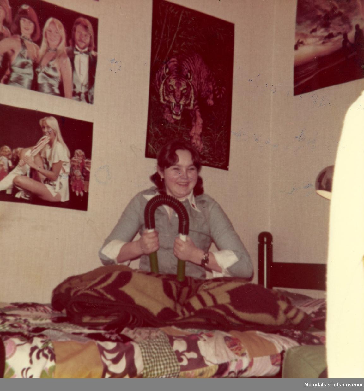 Hon och lillebror delade rum på Marielundsgatan 9 i Krokslätt
