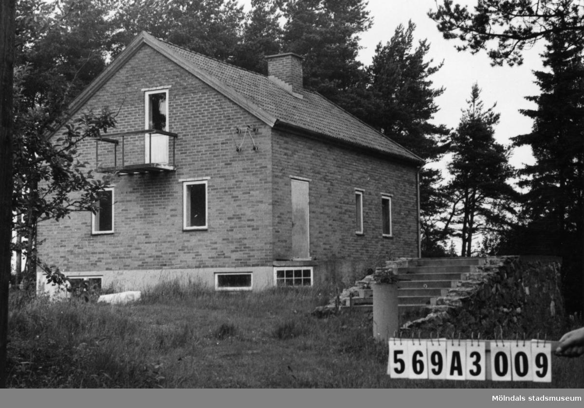 Byggnadsinventering i Lindome 1968. Skäggered 3:35. Hus nr: 569A3009. Benämning: permanent bostad. Kvalitet: god. Material: rött tegel. Övrigt: ej iordninggjord tomt. Hemmabygge av lägre kvalitet. Tillfartsväg: framkomlig.