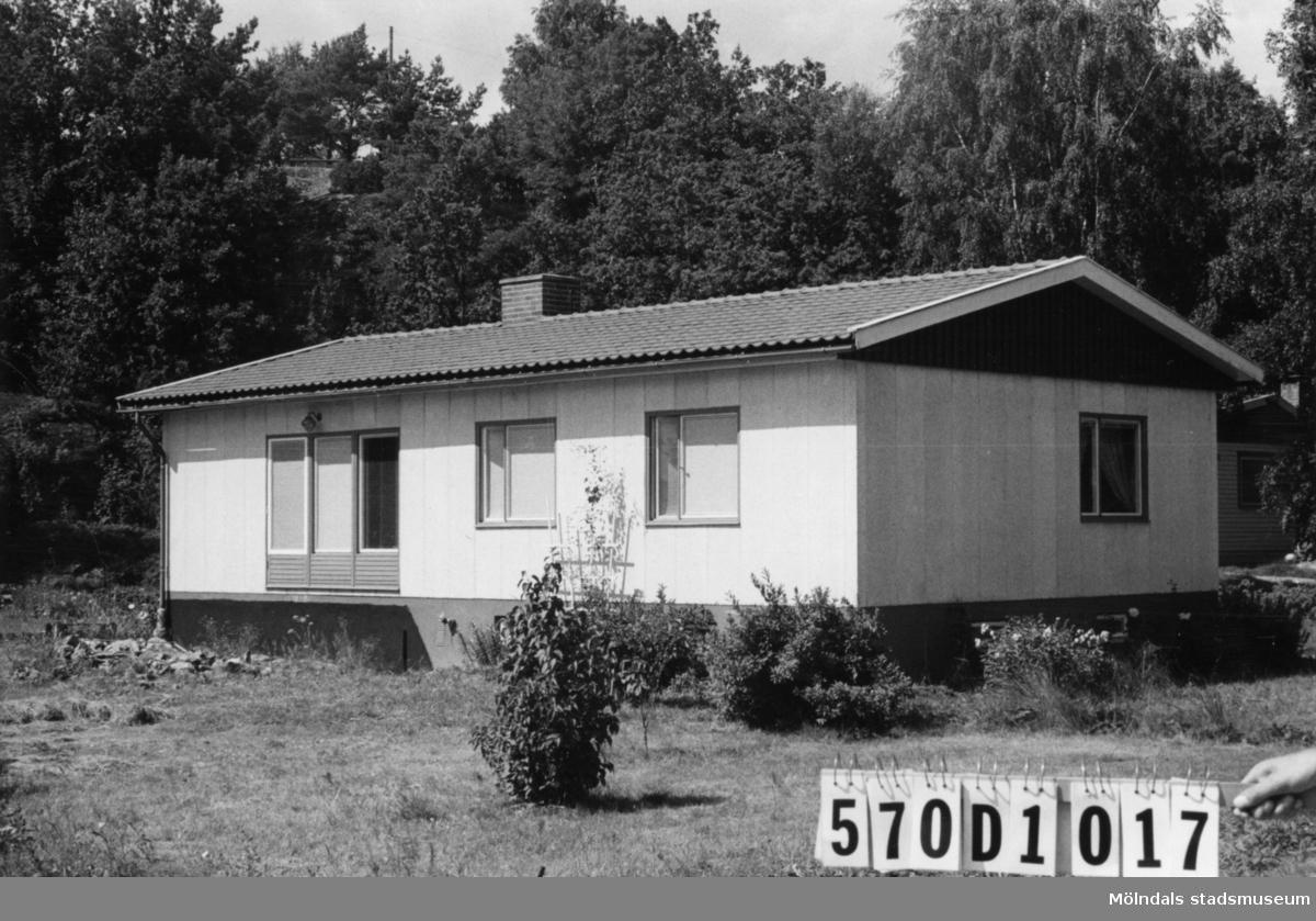 Byggnadsinventering i Lindome 1968. Annestorp 19:3. Hus nr: 570D1017. Benämning: permanent bostad. Kvalitet: mycket god. Material: sten, lättbetongelement. Tillfartsväg: framkomlig. Renhållning: soptömning.
