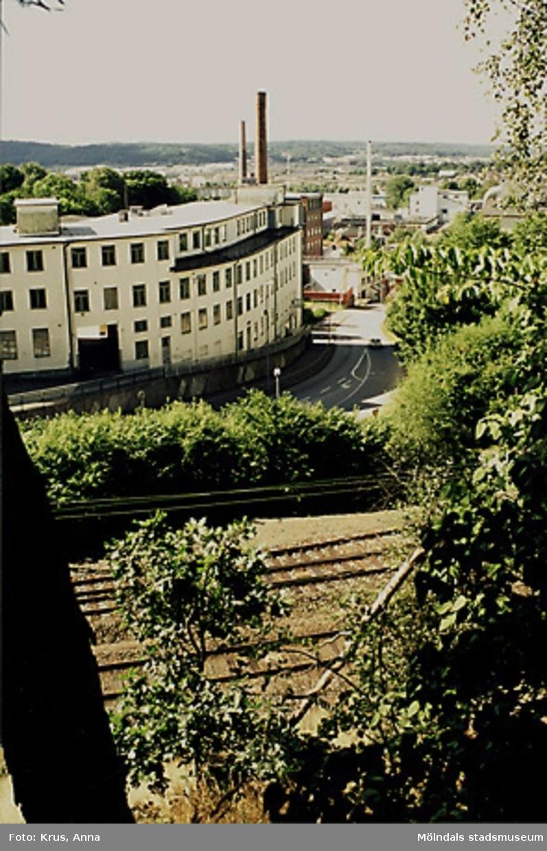"""Översikt över  Kvarnbyn.F.d Musikhuset (tidigare """"Strumpfabriken"""") i förgrunden."""