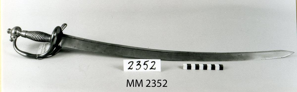 Huggare med mässingsfäste m/1808  Sabeln till hör balja MM 4074