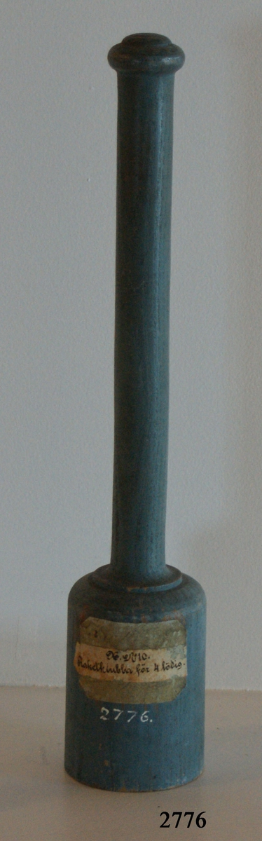 Raketklubba av trä, för 4-lödig raket. Gråmålad.