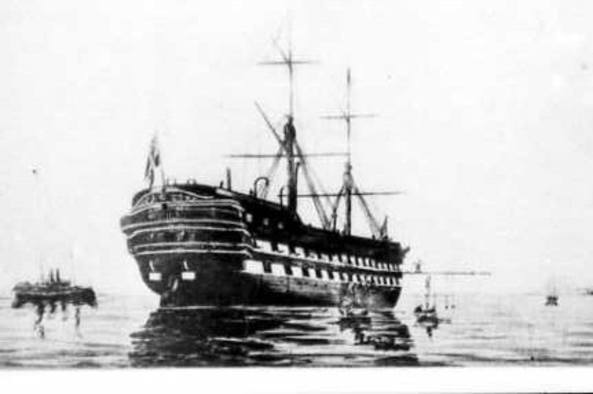 Logementsfartyget Stockholm på redden.