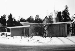 villa Magnusson Exteriör, villan från norrsidan med garageinfart och entré