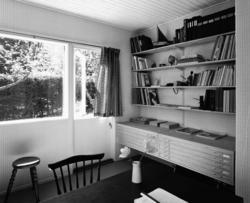 villa Ahnborg Interiör, arbetsrum med bokhyllor och ritskåp