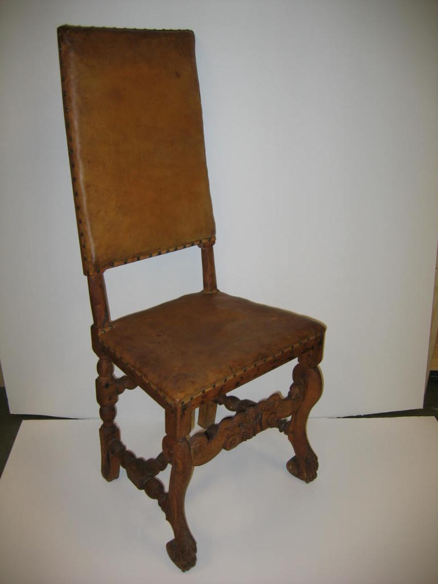 """2 stoler (2492 - 93).  Rococo. Ligner """"B og stol i Norge"""" no 153. Kjöpt 1902 i Lærdal. Restaurert av mig. (G.F.H.)  G.F.H."""