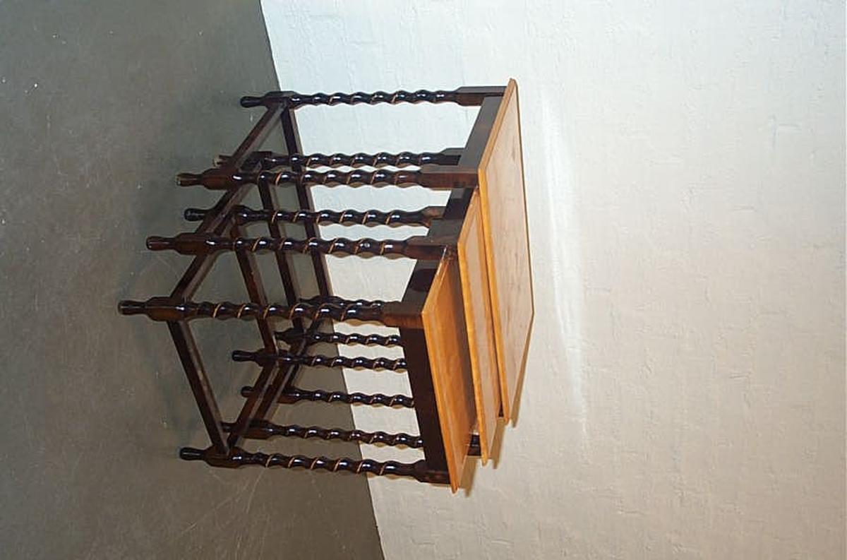 Bordet er truleg kome inn til museet omkring 1990, med informasjon og historien til gjenstanden kjenner vi ikkje til.