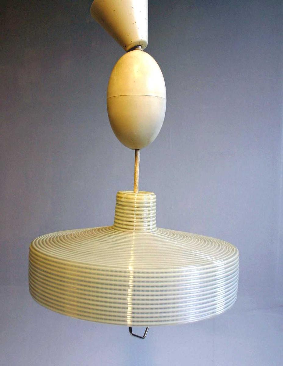 Sylinderforma kuppel - med innstøypt dekor i form av render