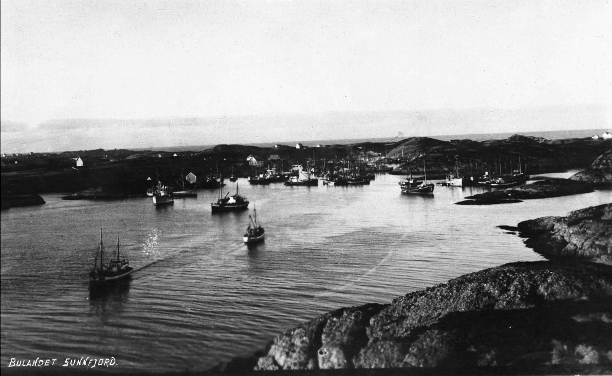 Fiskeflåten for anker i Nikøyosen, Bulandet