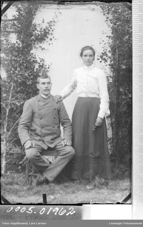 Portrett av en mann og en kvinne.