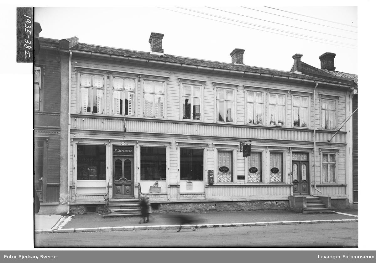 Baker Strømsøes gård i Levanger By
