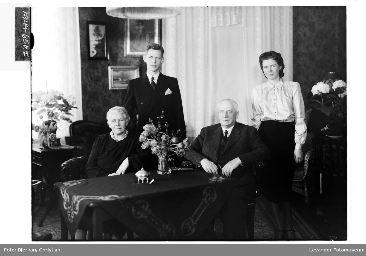 Advokat A. Falstad med familie II