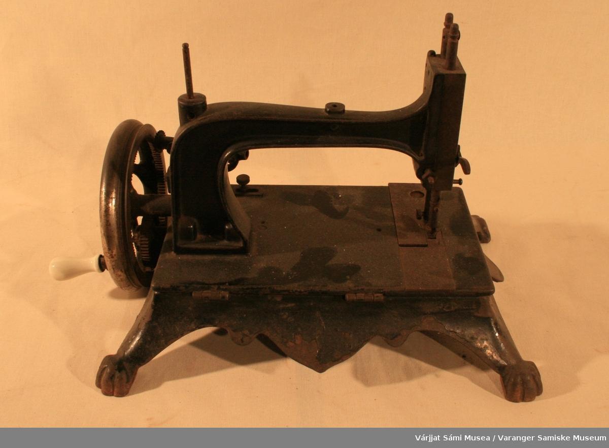 Hånddrevet symaskin, identiske med VSM.00365.