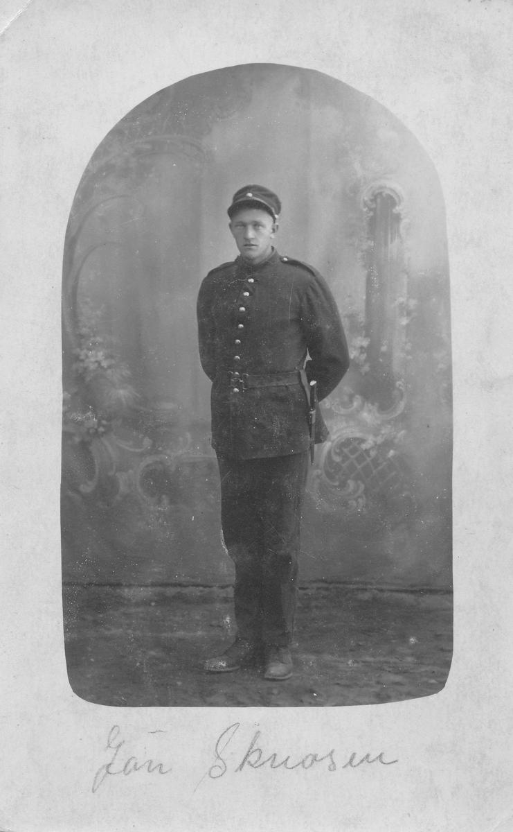 Jan Skreosen, i militæruniform, ca 1900.