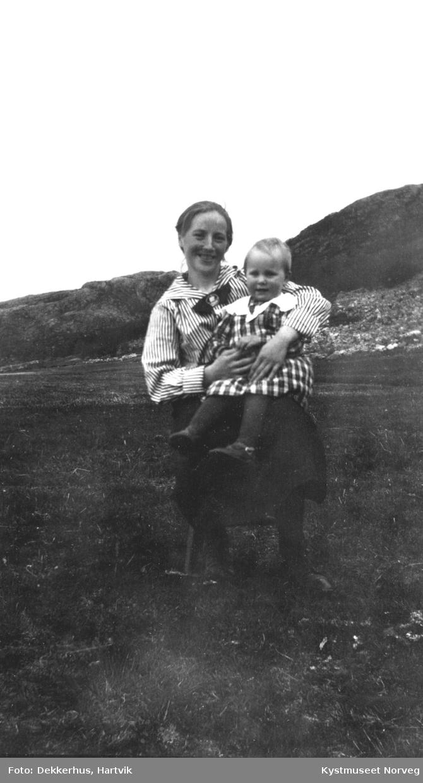 Bergit Olsen med sønn