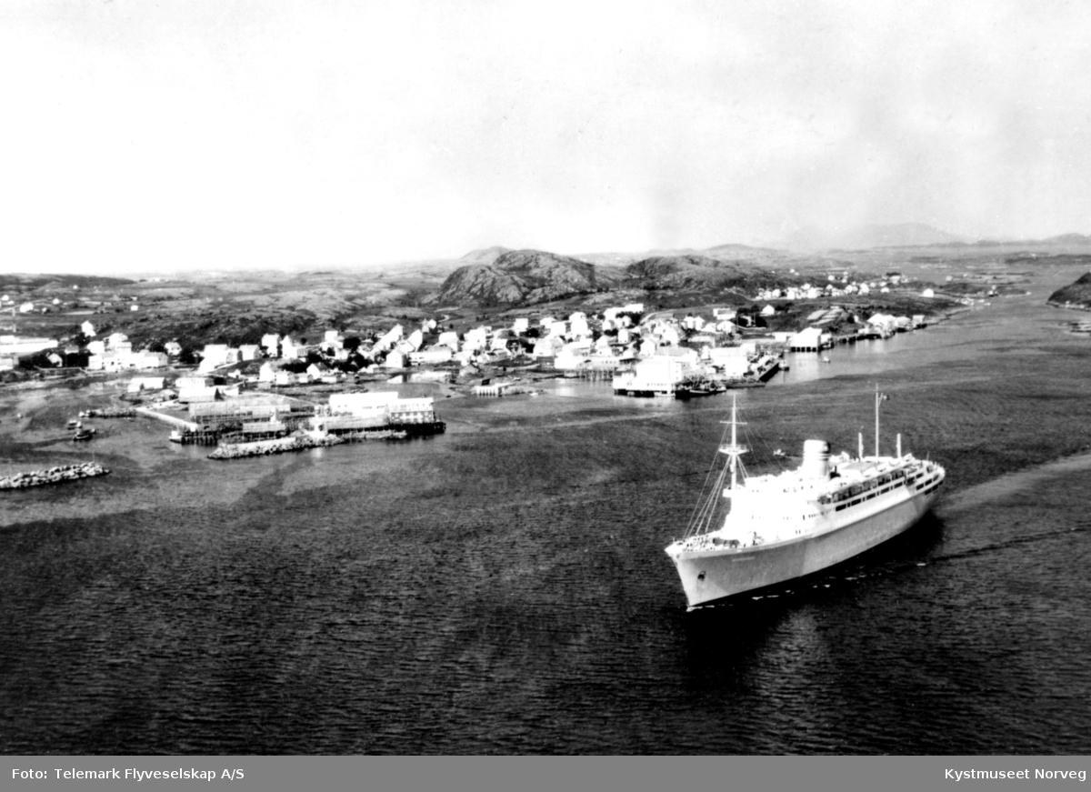 Nærøysundet ved Rørvik, flyfoto