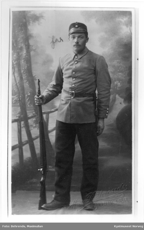 Harald Henrikø i uniform