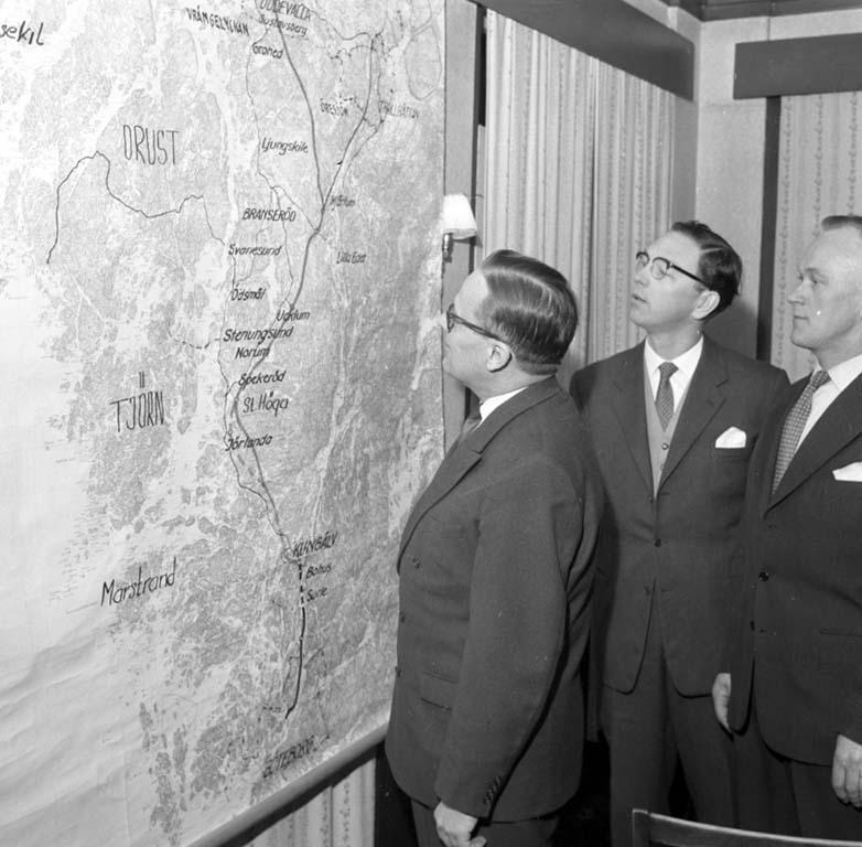 """Enligt notering: """"Vägmöte Stenungsund 3/2 1960""""."""