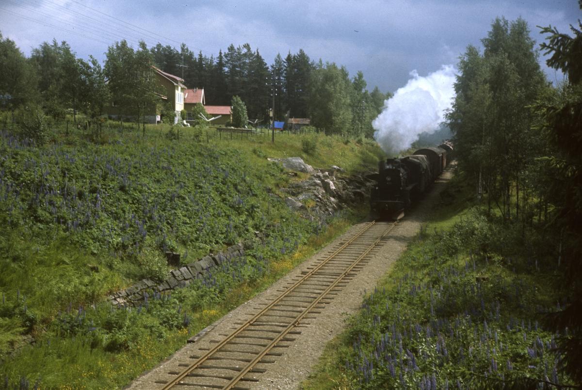 Godstog på Solørbanen trukket av damplokomotiv type 26c nr. 433.