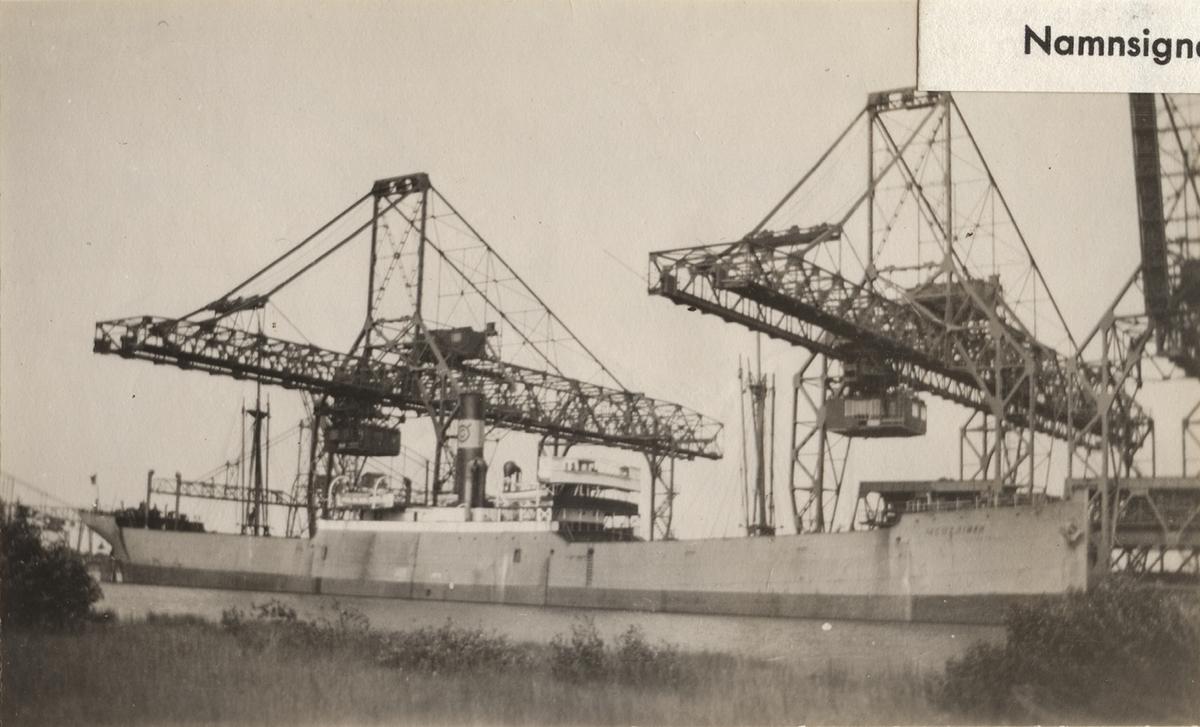 Fartyg: MERTAINEN                      Bredd över allt 15,91 meter Längd över allt 114,66 (LPP) meter Reg. Nr.: 5748 Rederi: Trafik AB Grängesberg-Oxelösund Byggår: 1907 Varv: William Hamilton & Co. Ltd, Port Glasgow (UK) Övrigt: Fartyget sänktes i ett flyganfall vid norska kusten 20/4 1940.  Namnsignal: SITA; Br.t.: 4665,43; ex STRATHLYON -15