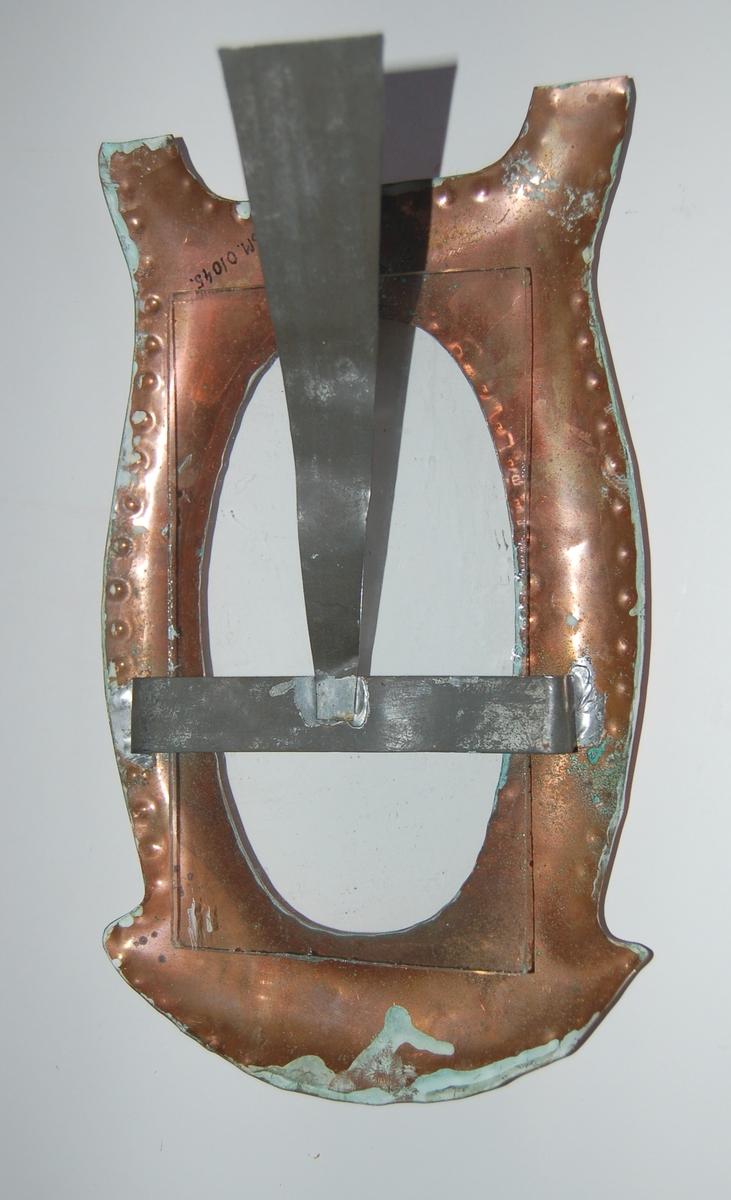 Enkel billedrame av kopar med glasplate. Rama er hamret til av et stykke koparplate.