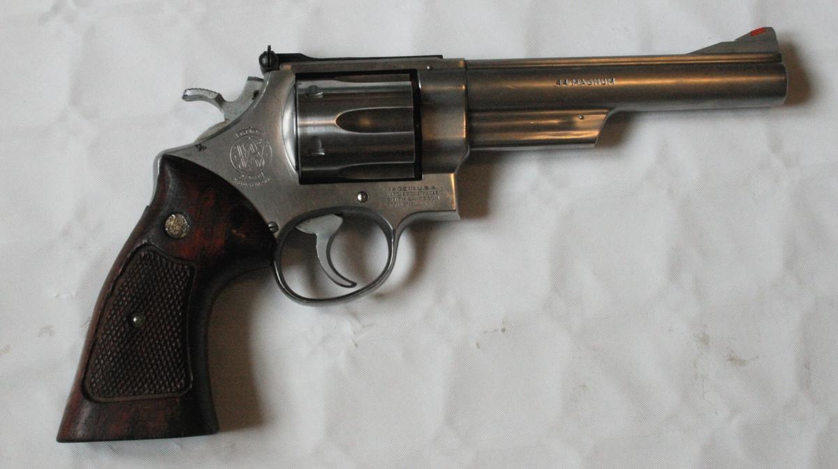 Tradisjonell tønnerevolver for seks skudd