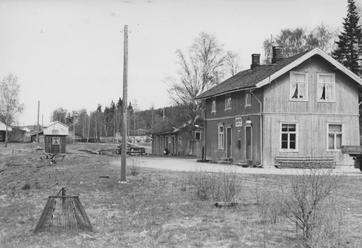 Fra Skulerud stasjon noen år etter nedleggelsen.