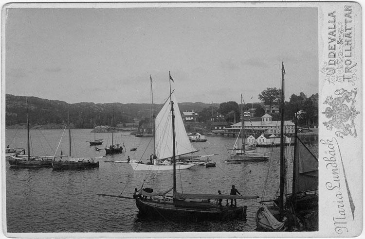 """Handskrivet på kopians baksida: """"Gustafsbeg, regattadags. Början av 1890-talet"""""""