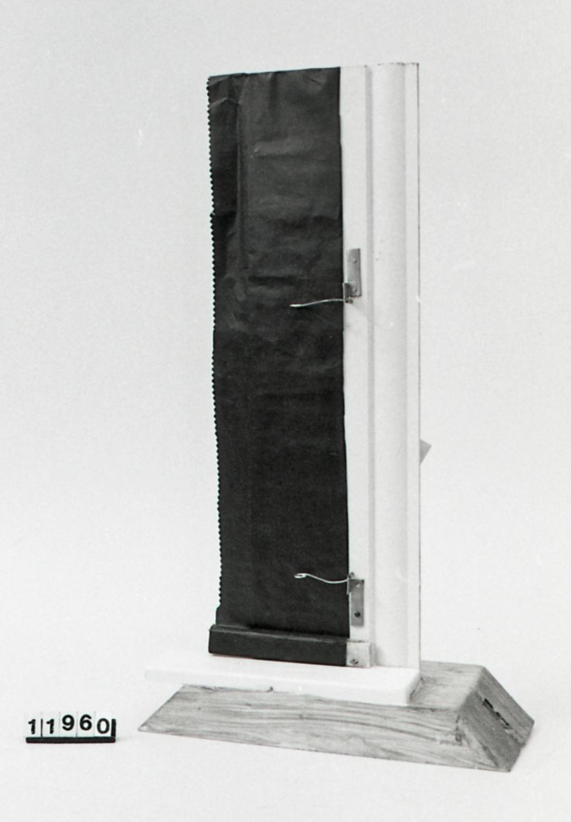 Form: Modell av blendingsgardin med to blendingshasper